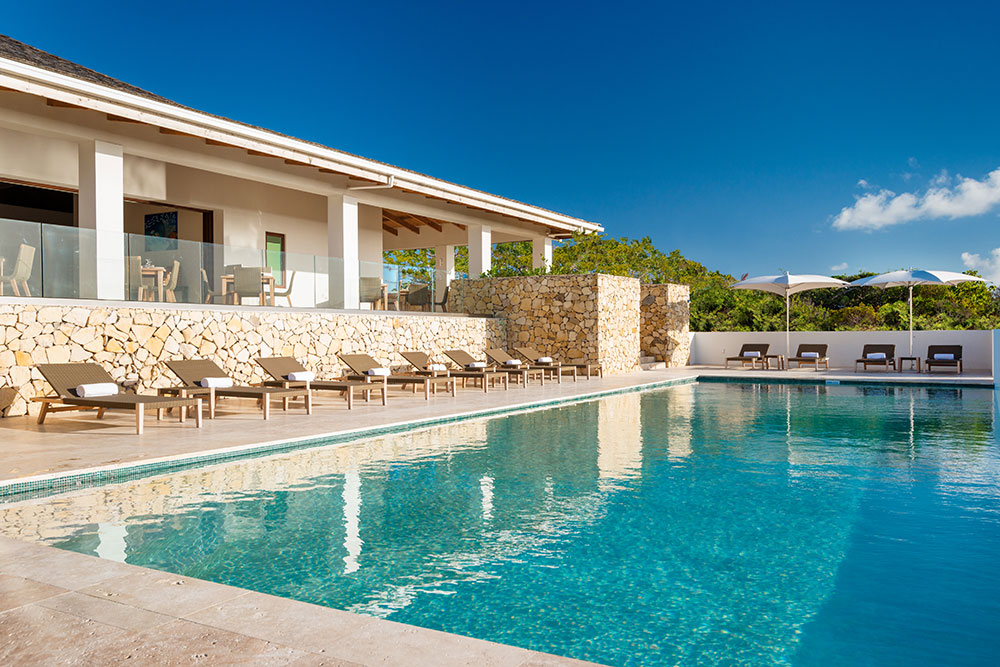 Sailrock-Resort-Great-House-Pool-Infinity-Edge-2