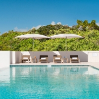 Sailrock-Resort-Great-House-Pool-Loungers-1